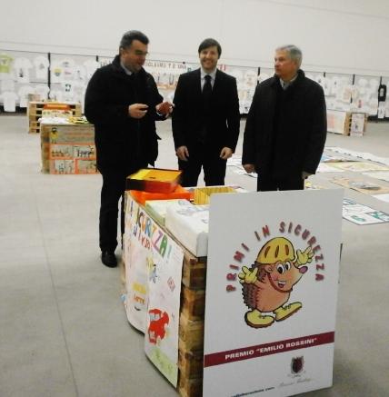 Marco Rossini A.D di Rossini Trading Spa (al centro) con Luigi Feliciani e Mario Agostinelli dell'Anmil di Bergamo e Provincia