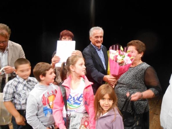 """Elvezio Briccolani di """"Rose Fiori"""" alla cerimonia dello scorso anno di """"Un Fiore per Voi""""."""