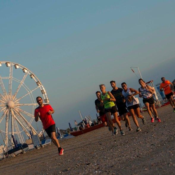 Rimini, 15-07-2017: FOTO ARCHIVIO Spiaggia Wellness Running turisti, wellness valley, sport ©Riccardo Gallini_GRPhoto