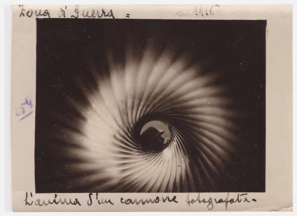 Fig.4. Enrico Barbera L'ANIMA DI UN CANNONE FOTOGRAFATA 1916