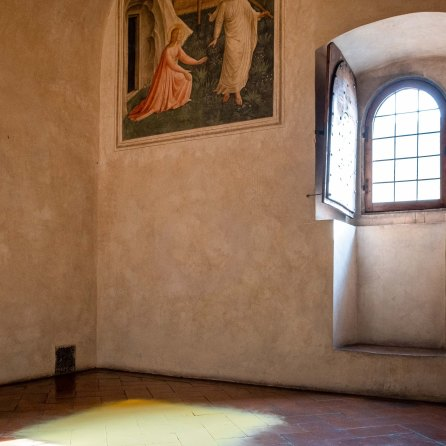 San Marco Cella 1 - Beato Angelico, Noli me tangere e installazione Wolfgang Laib